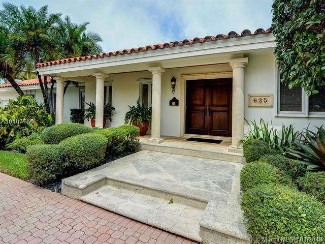 625 Solano Prado, Coral Gables, FL 33156 (MLS #A10407766) :: The Teri Arbogast Team at Keller Williams Partners SW