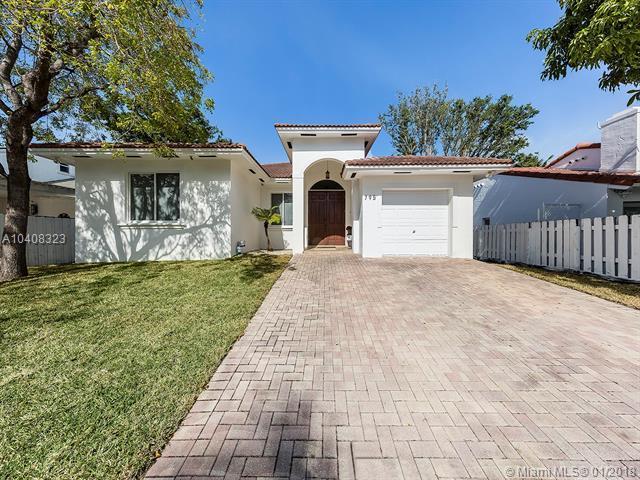 795 NE 80th St, Miami, FL 33138 (MLS #A10408323) :: Green Realty Properties