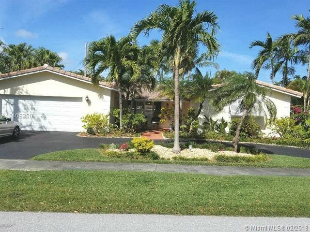 1301 Garfield St, Hollywood, FL 33019 (MLS #A10409360) :: The Teri Arbogast Team at Keller Williams Partners SW