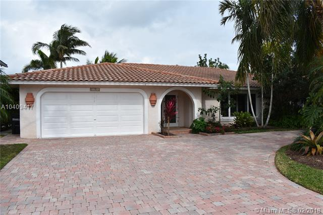 2561 NE 46th St, Lighthouse Point, FL 33064 (MLS #A10409417) :: The Teri Arbogast Team at Keller Williams Partners SW
