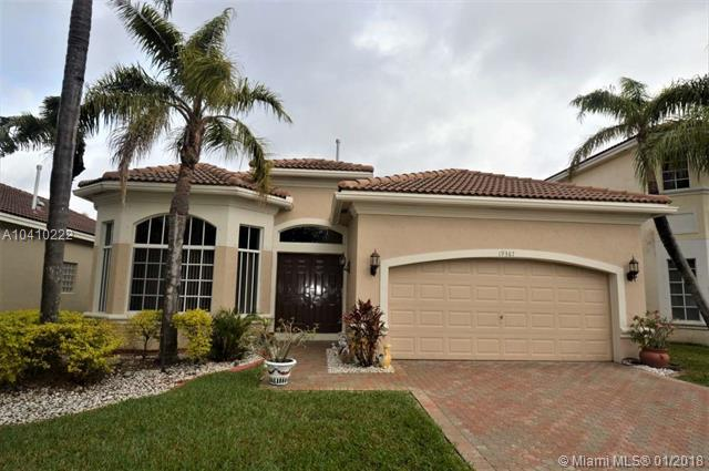 19387 SW 65th St, Pembroke Pines, FL 33332 (MLS #A10410222) :: The Teri Arbogast Team at Keller Williams Partners SW