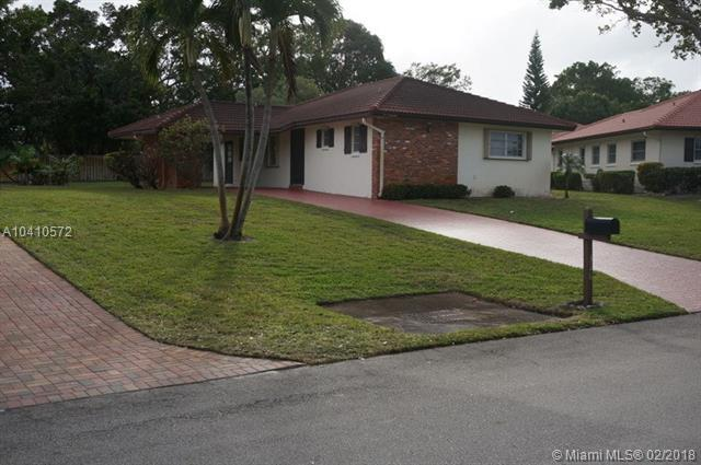 316 NW 42nd St, Boca Raton, FL 33431 (MLS #A10410572) :: The Teri Arbogast Team at Keller Williams Partners SW