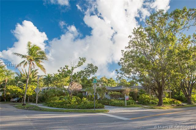 70 Bay Heights Dr, Coconut Grove, FL 33133 (MLS #A10410784) :: Albert Garcia Team
