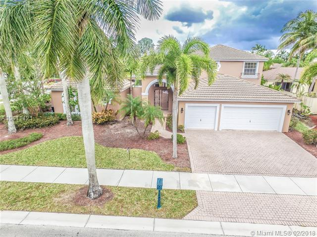 2532 Montclaire Cir, Weston, FL 33327 (MLS #A10411421) :: The Teri Arbogast Team at Keller Williams Partners SW