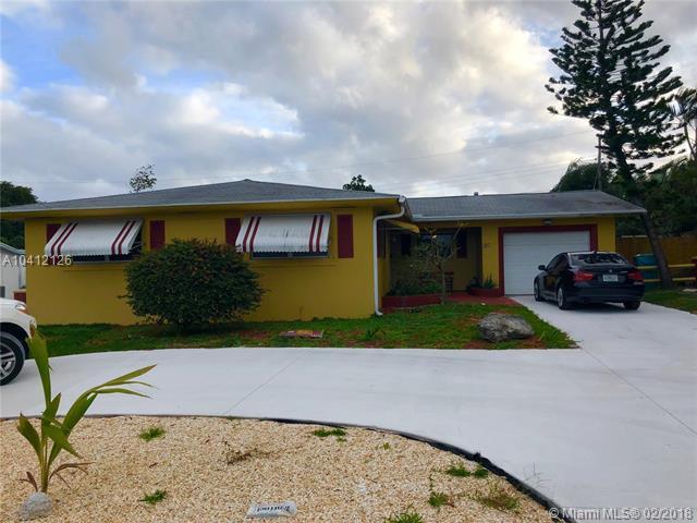 120 SE 30th Ave, Boynton Beach, FL 33435 (MLS #A10412126) :: The Teri Arbogast Team at Keller Williams Partners SW