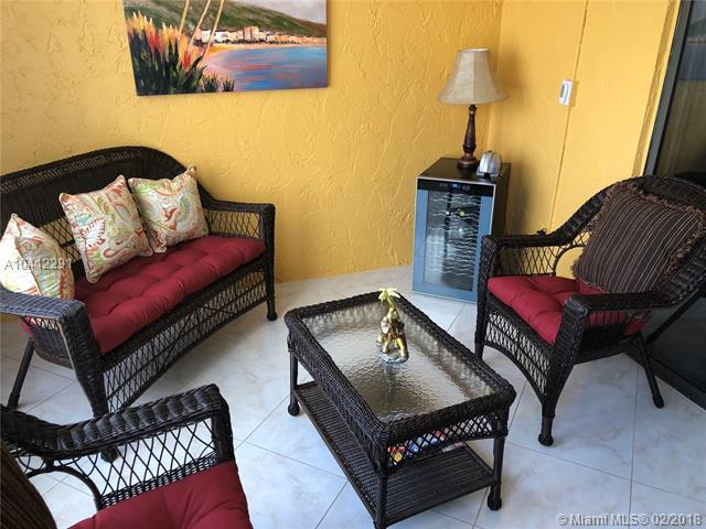 4211 NW 41st St #302, Lauderdale Lakes, FL 33319 (MLS #A10412291) :: The Teri Arbogast Team at Keller Williams Partners SW