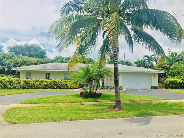 701 NW 73rd Ave, Plantation, FL 33317 (MLS #A10412524) :: The Teri Arbogast Team at Keller Williams Partners SW