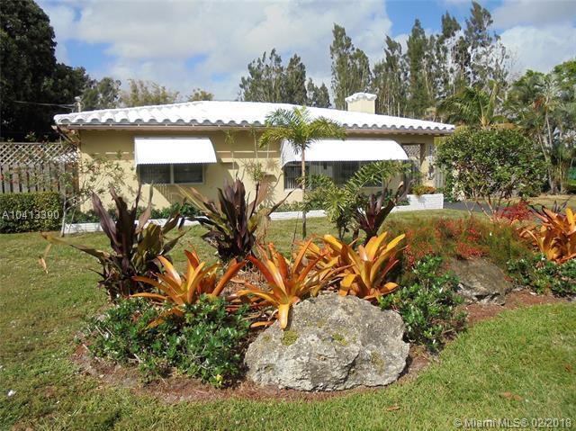 301 East Acre Dr, Plantation, FL 33317 (MLS #A10413390) :: Stanley Rosen Group