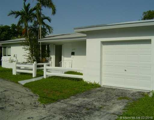6530 SW 64th Ct, South Miami, FL 33143 (MLS #A10413790) :: The Teri Arbogast Team at Keller Williams Partners SW
