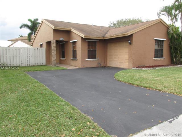 14720 Cedar Creek Pl, Davie, FL 33325 (MLS #A10415250) :: The Teri Arbogast Team at Keller Williams Partners SW