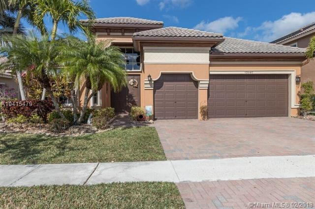 12087 NW 76th Pl, Parkland, FL 33076 (MLS #A10415479) :: The Teri Arbogast Team at Keller Williams Partners SW