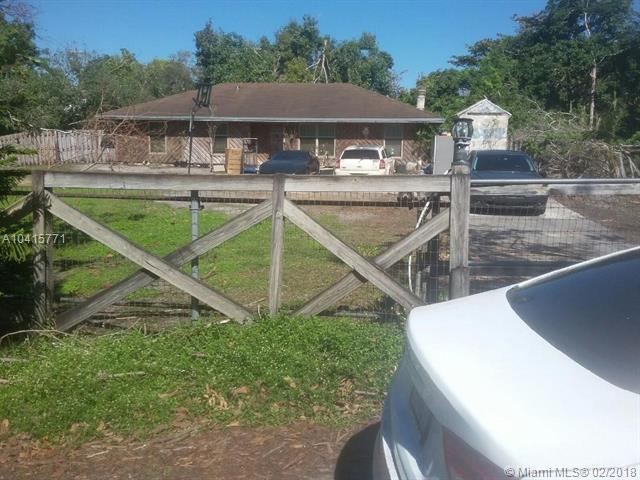 11091 SW 28th Ct, Davie, FL 33328 (MLS #A10415771) :: Green Realty Properties