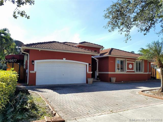 7740 NW 163rd St, Miami Lakes, FL 33016 (MLS #A10416677) :: The Teri Arbogast Team at Keller Williams Partners SW