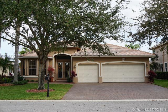 5840 NW 54th Cir, Coral Springs, FL 33067 (MLS #A10417924) :: The Teri Arbogast Team at Keller Williams Partners SW