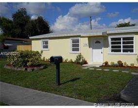 1540 N 69th Way, Hollywood, FL 33024 (MLS #A10418221) :: The Teri Arbogast Team at Keller Williams Partners SW