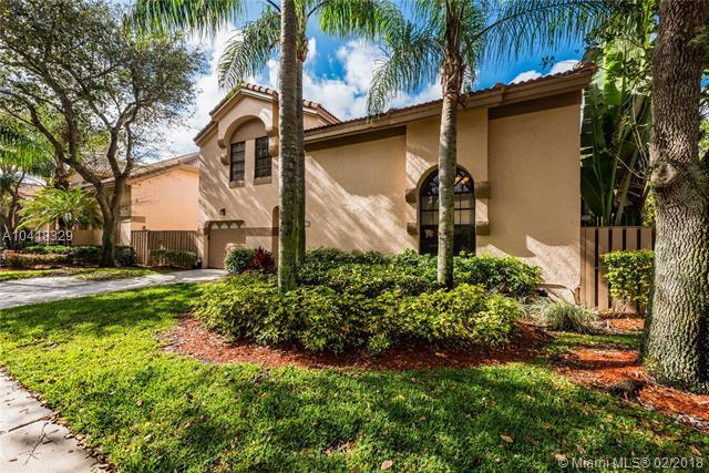 1661 NW 107th Ln, Plantation, FL 33322 (MLS #A10418329) :: The Teri Arbogast Team at Keller Williams Partners SW