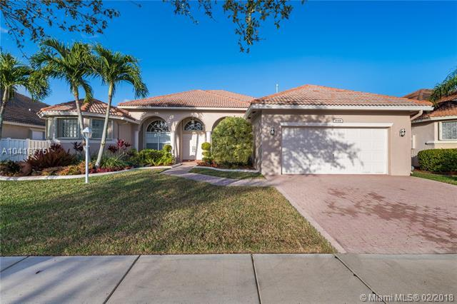 1846 NW 141st Ave, Pembroke Pines, FL 33028 (MLS #A10418776) :: The Teri Arbogast Team at Keller Williams Partners SW