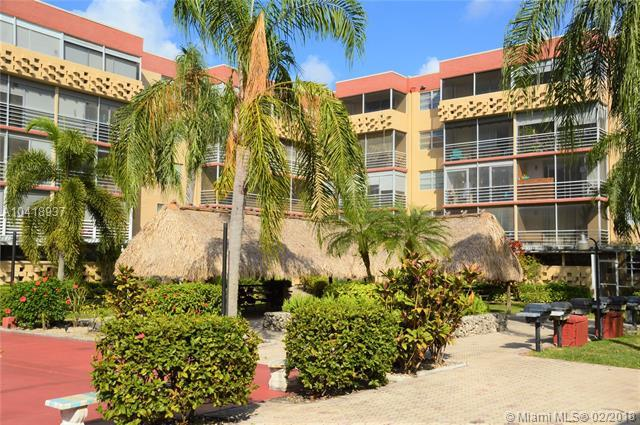 406 NW 68th Ave #526, Plantation, FL 33317 (MLS #A10418937) :: The Teri Arbogast Team at Keller Williams Partners SW