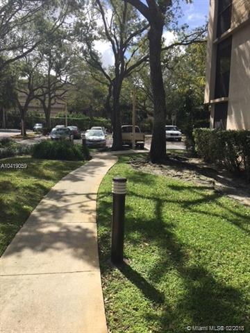 6800 Cypress Road #408, Plantation, FL 33317 (MLS #A10419059) :: Green Realty Properties
