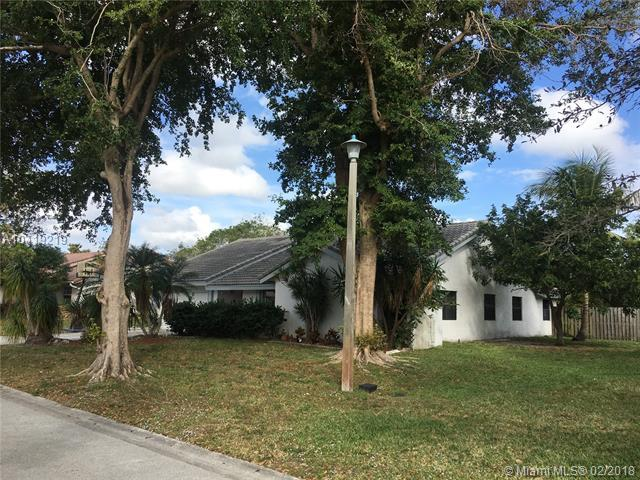 8215 NW 3rd Pl, Coral Springs, FL 33071 (MLS #A10419219) :: Hergenrother Realty Group Miami