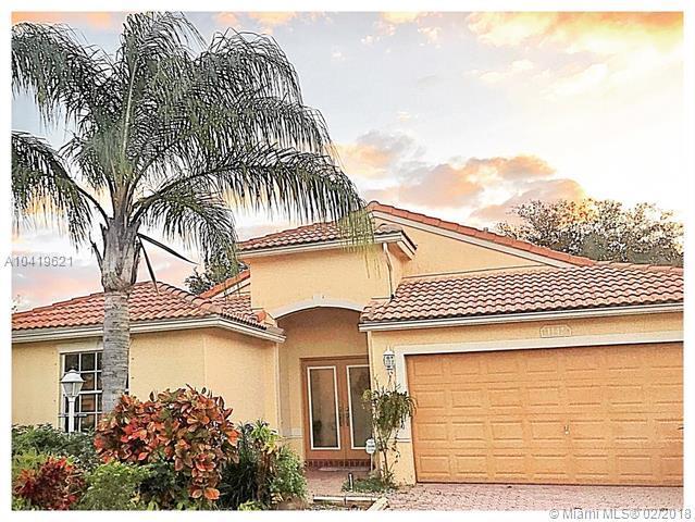 1142 143rd Ave, Pembroke Pines, FL 33028 (MLS #A10419621) :: Green Realty Properties