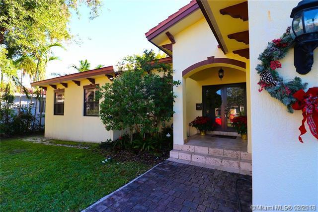 561 Mokena Dr, Miami Springs, FL 33166 (MLS #A10420309) :: The Teri Arbogast Team at Keller Williams Partners SW