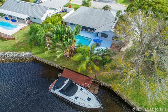1400 SW 25th Lane, Palm City, FL 34990 (MLS #A10420358) :: Stanley Rosen Group