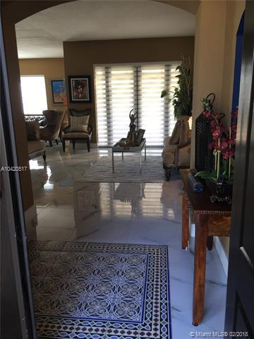 16341 NW 77th Place, Miami Lakes, FL 33016 (MLS #A10420517) :: Albert Garcia Team