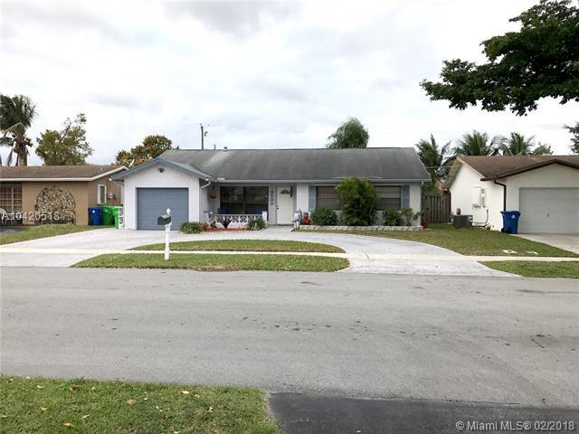 9509 NW 26th St, Sunrise, FL 33322 (MLS #A10420518) :: Green Realty Properties