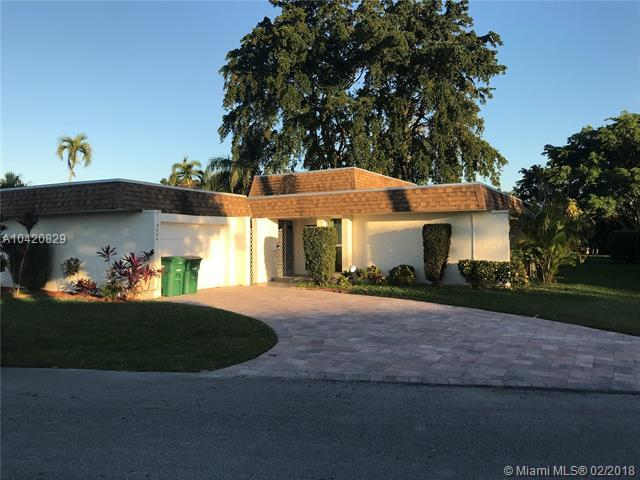 5604 Mulberry Dr, Tamarac, FL 33319 (MLS #A10420829) :: The Teri Arbogast Team at Keller Williams Partners SW