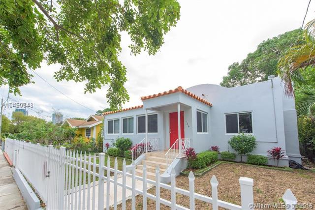 126 NW 33rd St, Miami, FL 33127 (MLS #A10420848) :: The Teri Arbogast Team at Keller Williams Partners SW