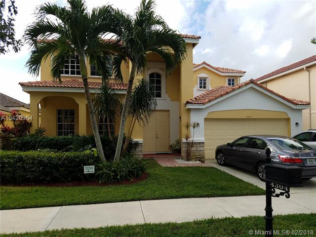 4304 Fox Ridge Dr, Weston, FL 33331 (MLS #A10420954) :: Green Realty Properties