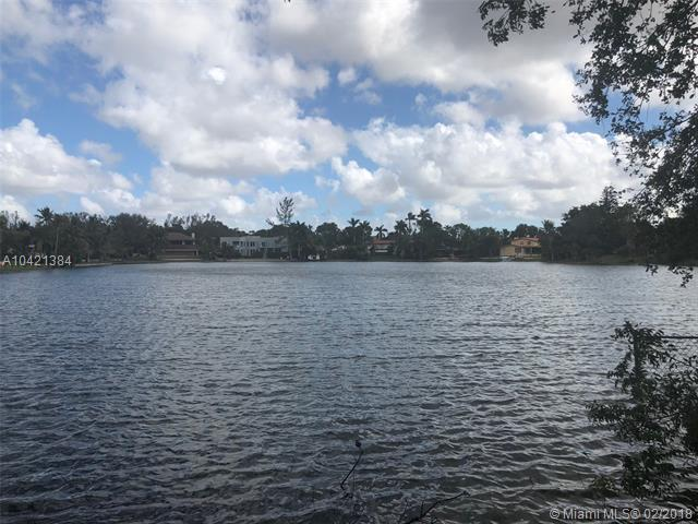 0000 W Troon Cirlce, Miami Lakes, FL 33014 (MLS #A10421384) :: Albert Garcia Team