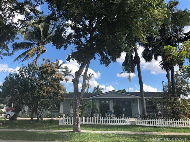 4900 SW 90th Way, Cooper City, FL 33328 (MLS #A10421479) :: Green Realty Properties