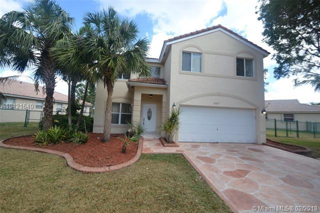 2367 SW 135th Ave, Miramar, FL 33027 (MLS #A10421640) :: The Chenore Real Estate Group