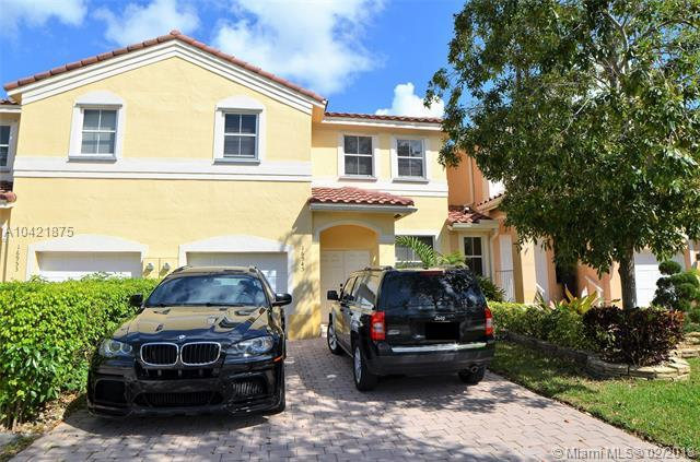 16945 SW 38th St, Miramar, FL 33027 (MLS #A10421875) :: The Chenore Real Estate Group