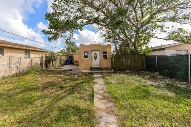 2372 NW 34th St, Miami, FL 33142 (MLS #A10421971) :: Green Realty Properties
