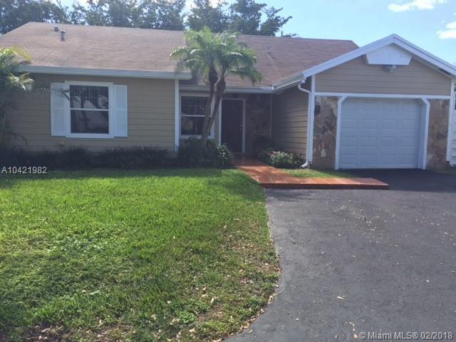 15124 SW 142nd Pl, Miami, FL 33186 (MLS #A10421982) :: Green Realty Properties