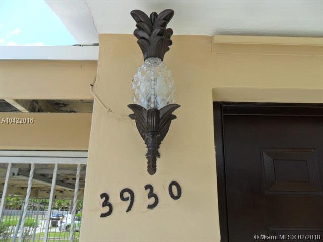 3930 W 2nd Ave, Hialeah, FL 33012 (MLS #A10422016) :: Green Realty Properties