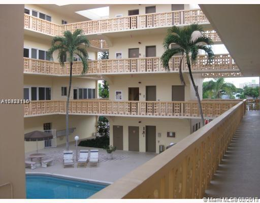 1818 Rodman St 2C, Hollywood, FL 33020 (MLS #A10422115) :: The Chenore Real Estate Group