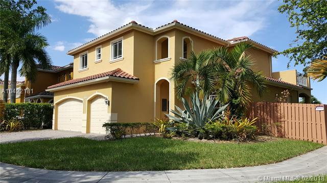 6743 SW 163 Pl, Kendall, FL 33193 (MLS #A10422181) :: The Erice Group