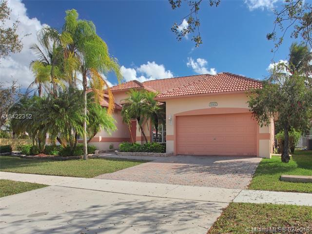 16432 N Segovia Cir N, Pembroke Pines, FL 33331 (MLS #A10422352) :: Albert Garcia Team
