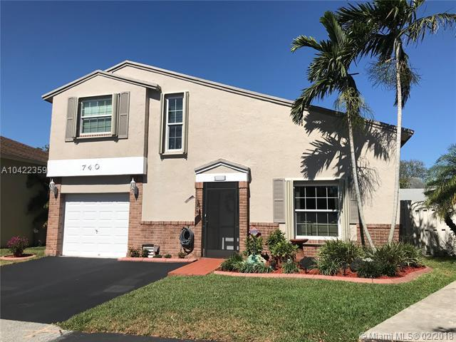 740 Cumberland Ter, Davie, FL 33325 (MLS #A10422359) :: The Chenore Real Estate Group