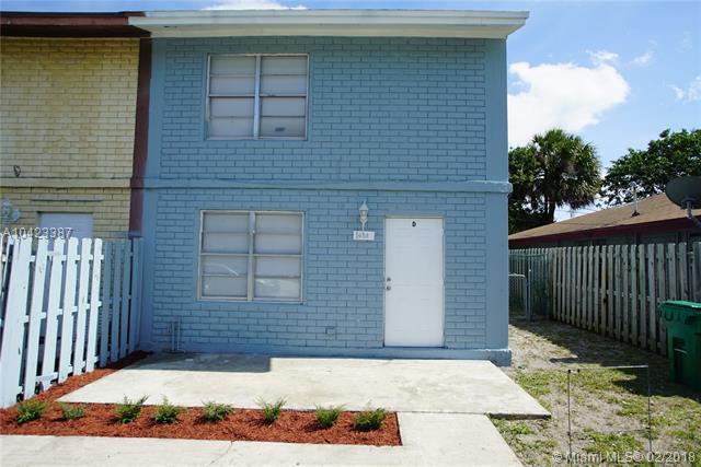 1653 W 27th St D, Riviera Beach, FL 33404 (MLS #A10423387) :: Calibre International Realty