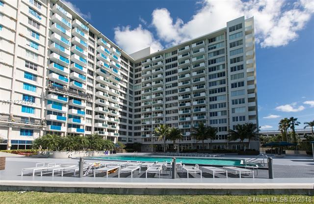 1200 West Ave #912, Miami Beach, FL 33139 (MLS #A10423408) :: The Teri Arbogast Team at Keller Williams Partners SW