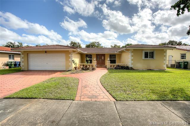 16425 Dunoon Ct, Miami Lakes, FL 33014 (MLS #A10423642) :: Albert Garcia Team