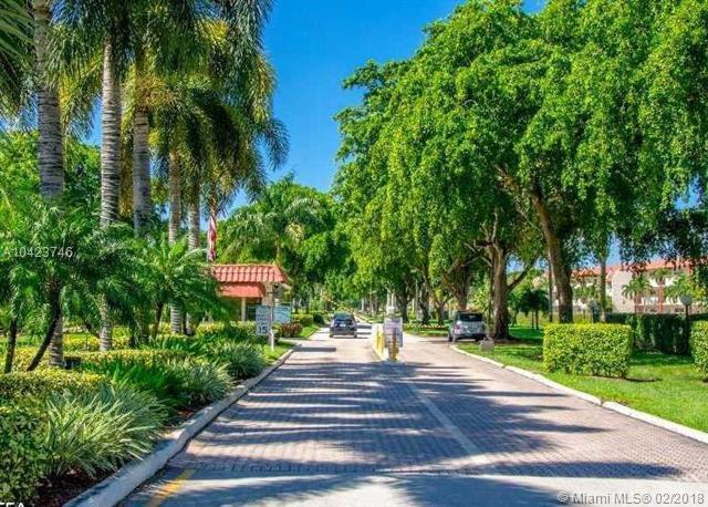 711 S Hollybrook Dr #107, Pembroke Pines, FL 33025 (MLS #A10423746) :: Stanley Rosen Group