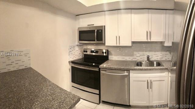 1665 Bay Rd #519, Miami Beach, FL 33139 (MLS #A10423787) :: Albert Garcia Team