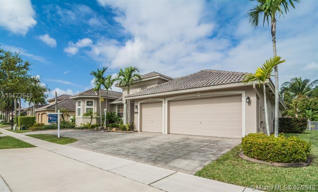 1262 NW 137th Ave, Pembroke Pines, FL 33028 (MLS #A10423948) :: Stanley Rosen Group