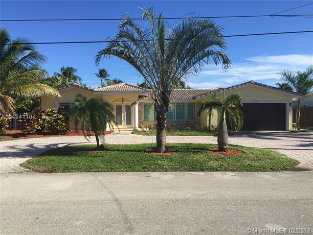 4220 NE 23rd Ter, Lighthouse Point, FL 33064 (MLS #A10424110) :: The Teri Arbogast Team at Keller Williams Partners SW